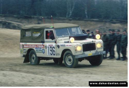 Land Rover du FOLM Dakar Vespa03