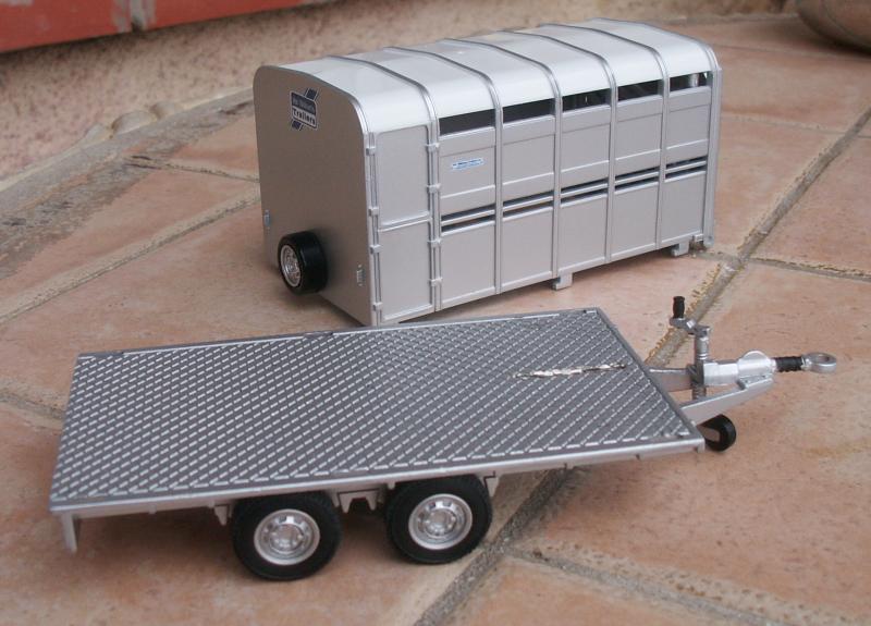 Bétaillère transformée Britains-trailer-03